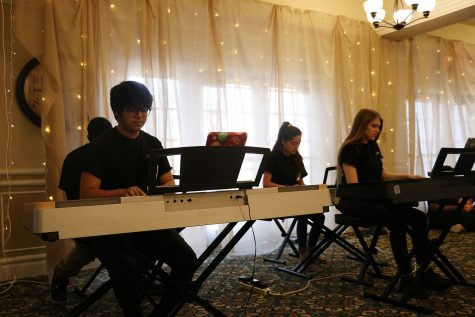 Senior Oscar Silva and juniors Dezmond, Kinchen and Cassandra Gallegos and sophomore Megan Guinaugh play piano.
