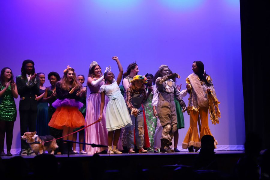 Theater performs 'The Wiz' for the audience.